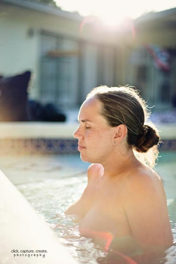 Cận cảnh một ca sinh con dưới nước khởi động ở... bể bơi 1