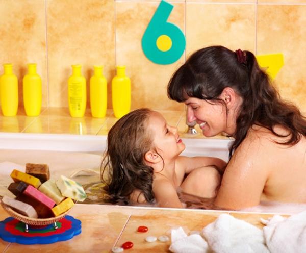 Chuyên gia nói gì về việc cha mẹ cởi đồ trước mặt con? 1