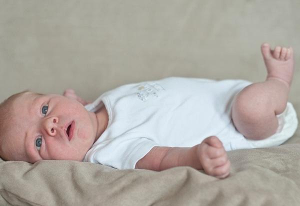 6 phản xạ tự nhiên ở bé sơ sinh khiến mẹ ngạc nhiên 1