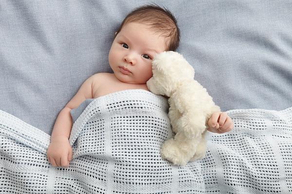 Những nguyên nhân khiến bé rụng tóc mẹ ít ngờ tới nhất 1