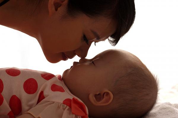 Ngủ chung với con: 14 lưu ý để bé không bị đột tử 2