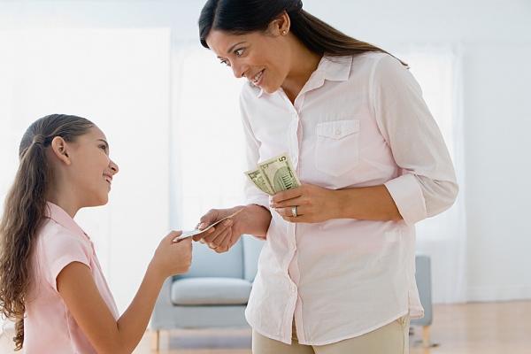 Một số trò chơi thú vị mẹ nên áp dụng để dạy bé cách tiêu tiền 2