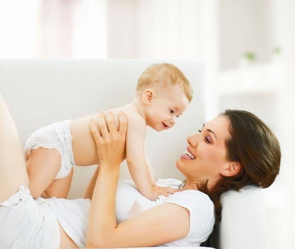 Các mốc phát triển bình thường của bé 4 tháng tuổi  1