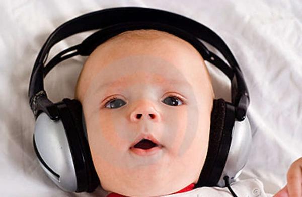 10 cách tuyệt vời giúp trẻ sơ sinh nín khóc 3