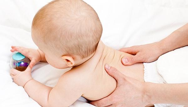 10 cách tuyệt vời giúp trẻ sơ sinh nín khóc 2