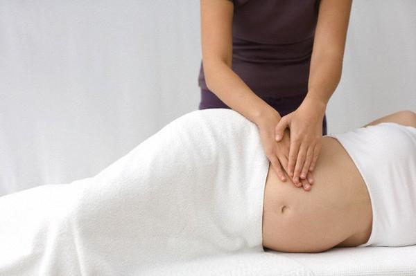 Những mẹo giúp giảm đau lưng cho mẹ bầu 2