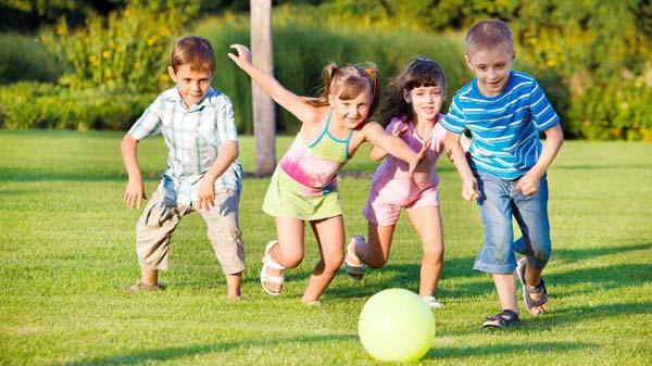 Những cách hay giúp trẻ nhút nhát kết bạn 1