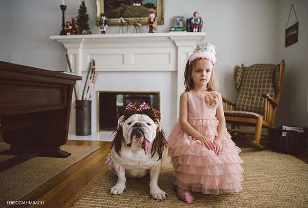 Tình bạn cực đáng yêu giữa cô bé 4 tuổi và chó cưng 3