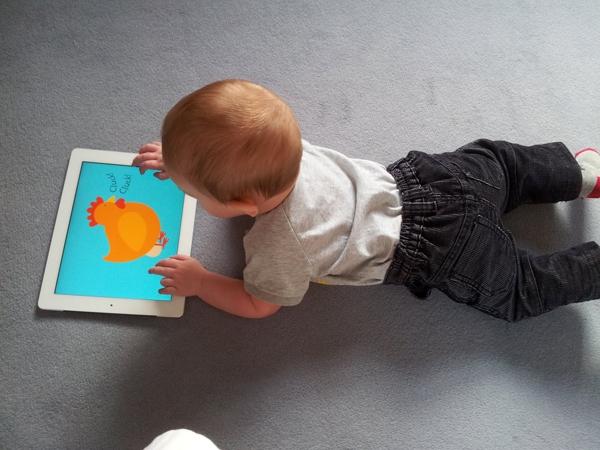 9 lý do nên ngăn trẻ dùng các thiết bị điện tử cầm tay  1