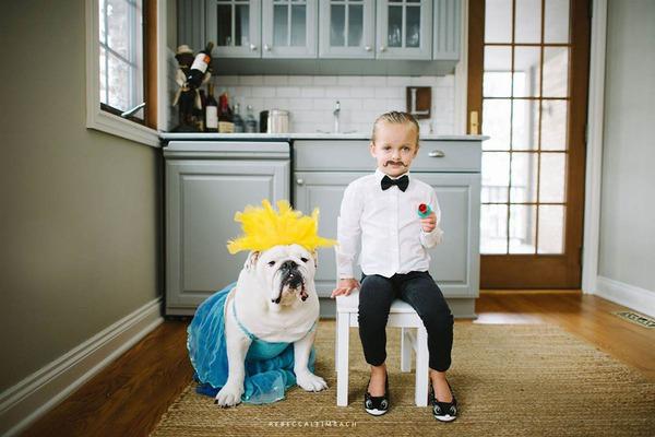 Tình bạn cực đáng yêu giữa cô bé 4 tuổi và chó cưng 20