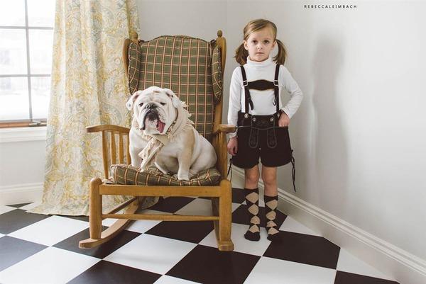 Tình bạn cực đáng yêu giữa cô bé 4 tuổi và chó cưng 23