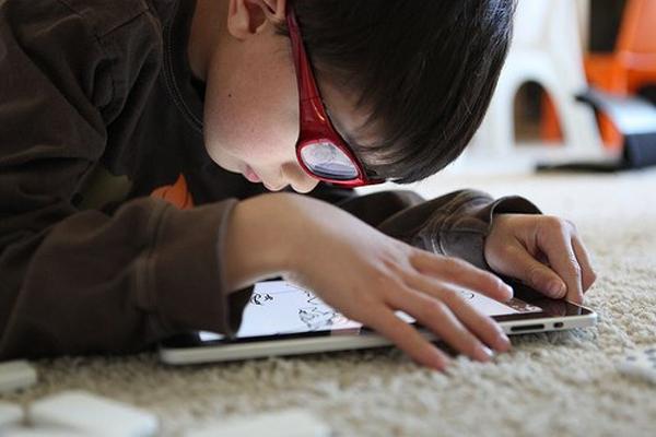 9 lý do nên ngăn trẻ dùng các thiết bị điện tử cầm tay  3