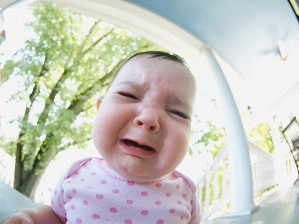 4 lời khuyên cho mẹ khi bé khóc dai  1