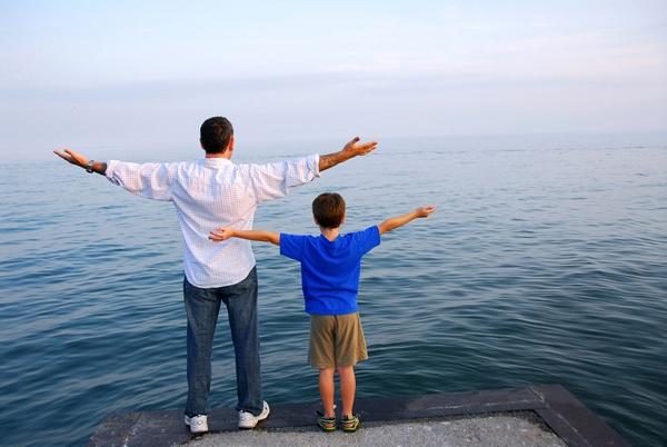 Những điều khiến người cha cảm thấy có lỗi với con 1
