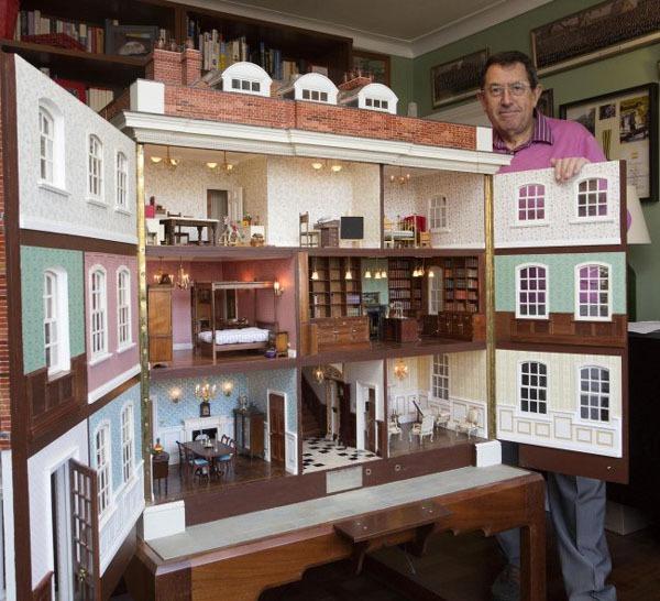 Người cha dành 35 năm để xây ngôi nhà búp bê cho con gái 6