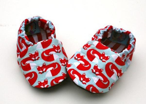 10 kiểu giầy tập đi tốt cho đôi bàn chân của bé 1