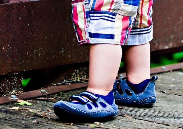 10 kiểu giầy tập đi tốt cho đôi bàn chân của bé 5