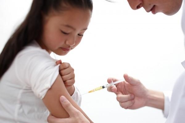 Rất nguy hiểm khi mẹ tự ý tiêm hormone tăng trưởng cho trẻ 2