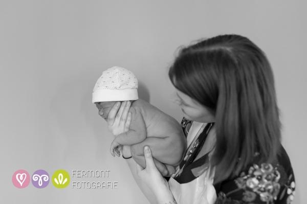 Những Hình Ảnh Tuyệt Đẹp Mô Tả Dáng Nằm Của Bé Trong Bụng Mẹ 1