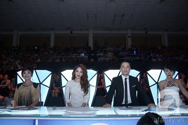 Angela Phương Trinh quyến rũ trong đêm mở màn Bước nhảy hoàn vũ 6
