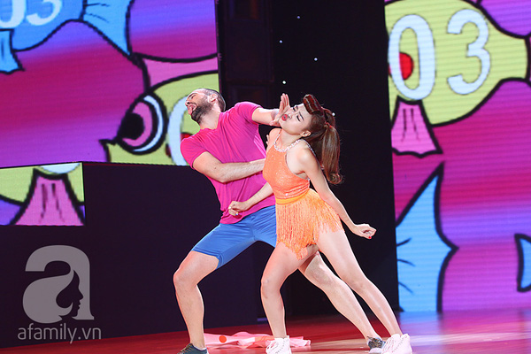 Angela Phương Trinh quyến rũ trong đêm mở màn Bước nhảy hoàn vũ 11