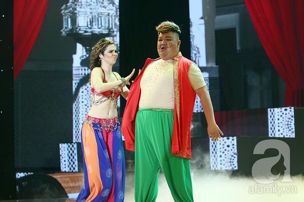 Angela Phương Trinh quyến rũ trong đêm mở màn Bước nhảy hoàn vũ 12