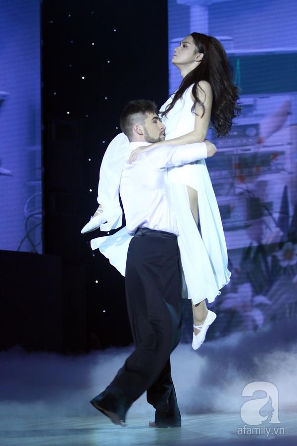Angela Phương Trinh quyến rũ trong đêm mở màn Bước nhảy hoàn vũ 14