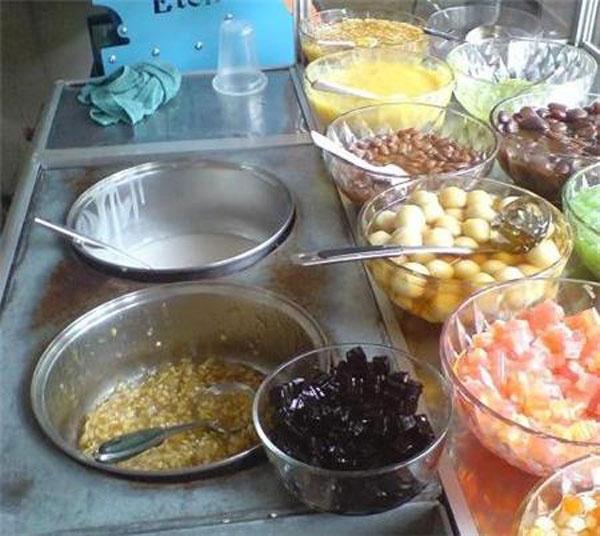 Những quán chè nườm nượp khách tại Hà Nội 7