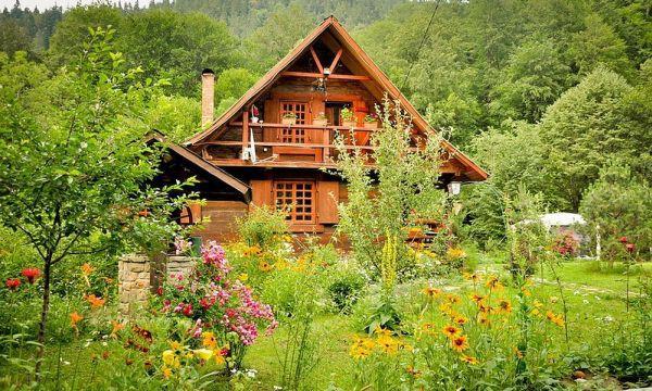 Ngôi nhà gỗ yên bình ở Piatra Neamt, Rumani 1