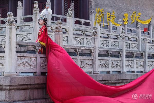 Mỹ nhân Hoa ngữ rực rỡ trong tà áo cưới 7