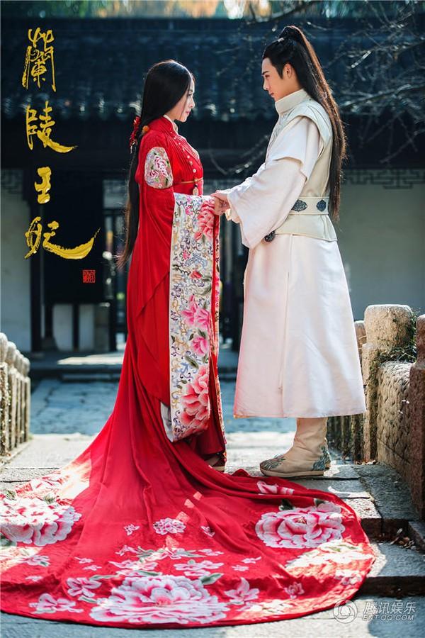 Mỹ nhân Hoa ngữ rực rỡ trong tà áo cưới 4