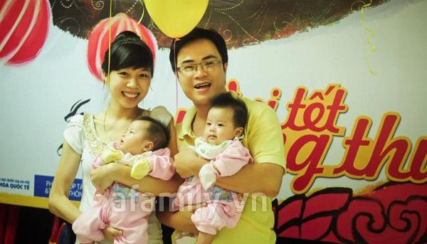 Gặp bố mẹ nuôi 2 bé sinh đôi mát tay 8