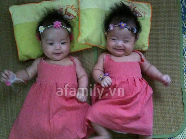 Gặp bố mẹ nuôi 2 bé sinh đôi mát tay 4