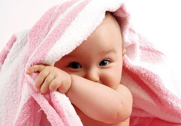 Mách mẹ cách mát-xa giữ ấm cho bé trong ngày rét 1