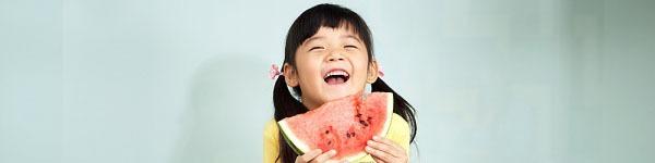 """Mẹ """"tung chiêu"""" giúp bé thích ăn rau củ quả 3"""