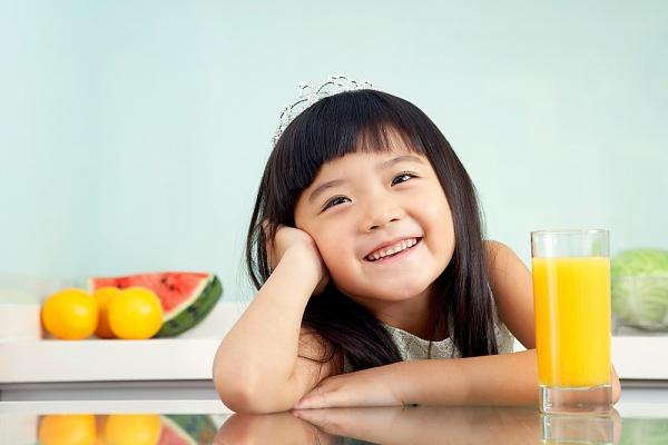 """Mẹ """"tung chiêu"""" giúp bé thích ăn rau củ quả 1"""