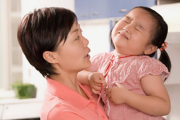 Phát hoảng vì mẹ trẻ lười chăm con 1