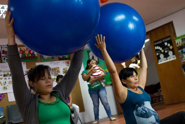 Tò mò chuyện mẹ bầu ở Venezuela đi đẻ 1
