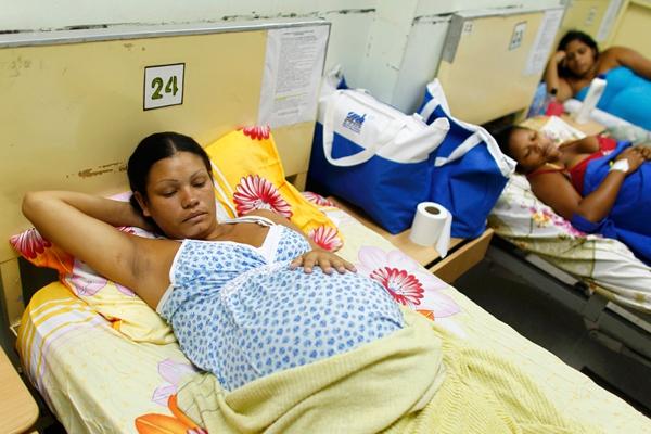 Tò mò chuyện mẹ bầu ở Venezuela đi đẻ 8