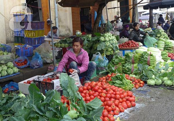 """Giá rau chợ cóc tăng mạnh trước thông tin siêu thị bán rau """"bẩn"""" 1"""