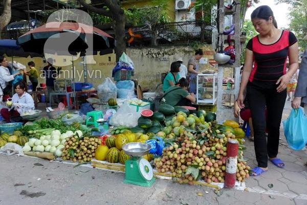 Giá hoa quả rẻ chưa từng thấy, giá hải sản tăng chóng mặt 1