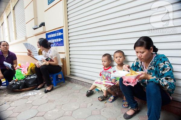 Hà Nội: Vừa có vắc xin 5 trong 1, các điểm tiêm chủng đã quá tải 10