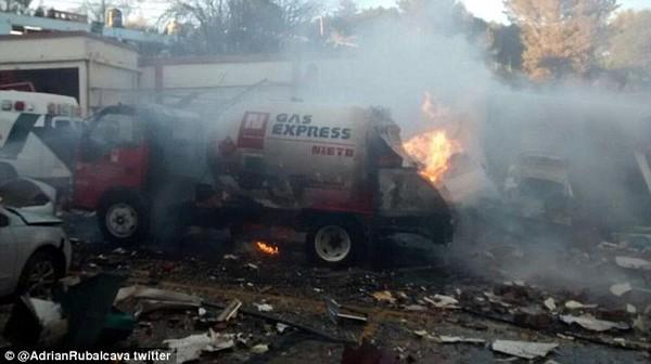 Nổ xe chở gas tại bệnh viện nhi Mexico: Mẹ bị thương nặng vẫn ôm chặt con mới sinh 2