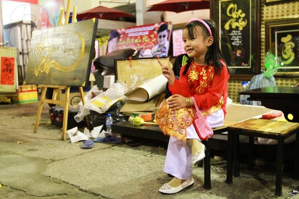 Chùm ảnh: Những em bé Sài Gòn đáng yêu đi đón Giao thừa 2
