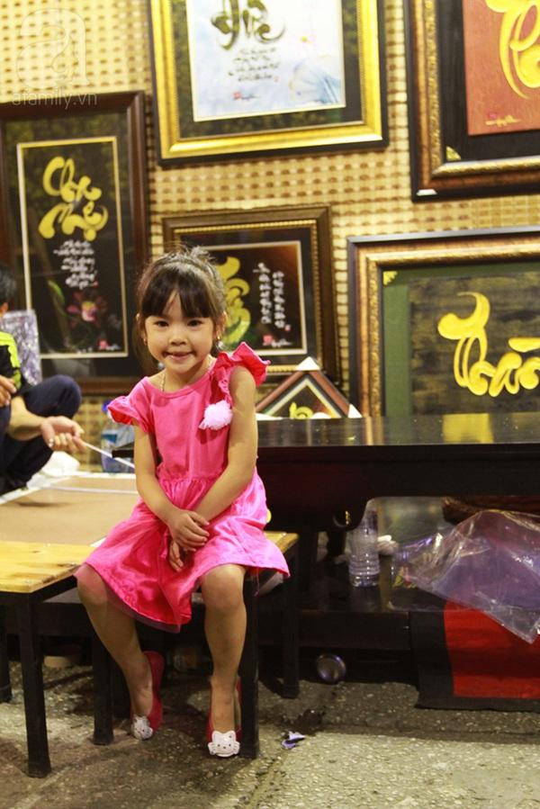 Chùm ảnh: Những em bé Sài Gòn đáng yêu đi đón Giao thừa 3