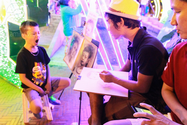 Chùm ảnh: Những em bé Sài Gòn đáng yêu đi đón Giao thừa 6