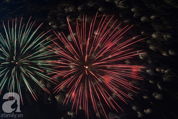 Pháo hoa rực sáng bầu trời chào đón năm mới Ất Mùi 2015 2