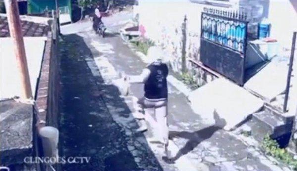 Tên cướp đãng trí bỏ quên xe máy, bị nạn nhân