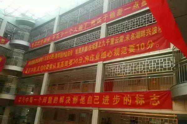 Trường học Trung Quốc bắn song sắt ngăn học sinh tự tử vì áp lực thi đại học
