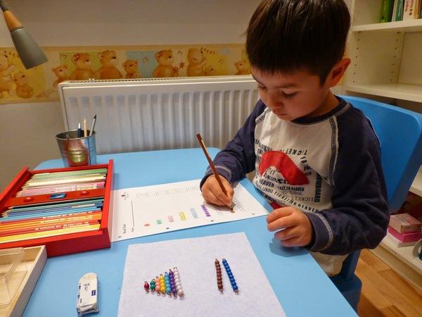 Hoạt động Montessori 3